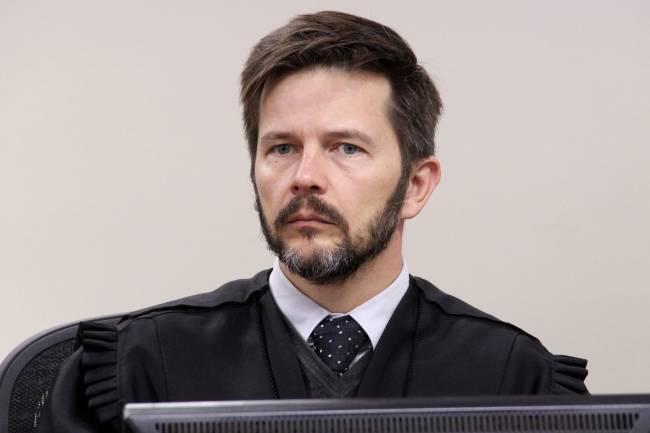 Como erram, esses juízes. TRF-4 tem uma contradição: Leiaisso!